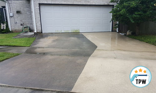 A pressure washed driveway and garage door in Tuscaloosoa